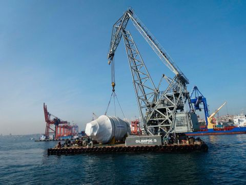 Transport of a huge crystallizer to St. Petersburg
